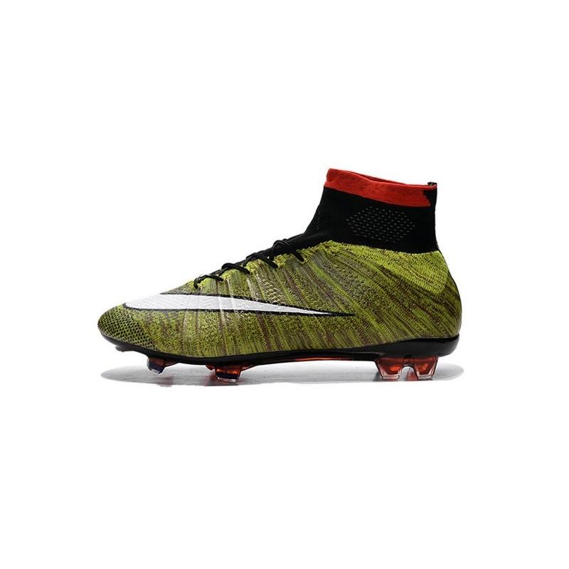 Le Nuove Scarpe Della Nike Da Calcio Alte ab030ab9912